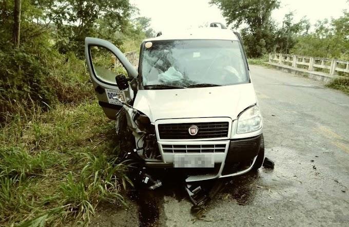 Motorista fica ferido ao atingir ponte na BA-131, entre Saúde e Caém