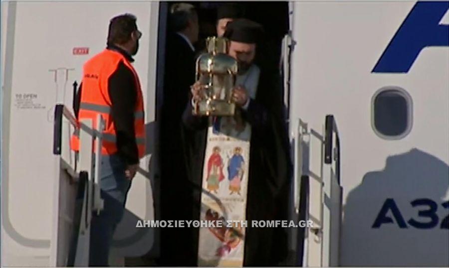 Έφτασε το Άγιο Φως στην Αθήνα - ΒΙΝΤΕΟ