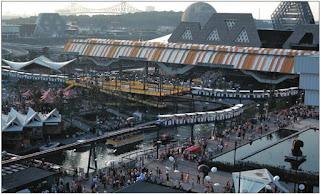 Minirail podczas wystawy EXPO'67 w Montrealu. Widoczne trzy 9-wagonikowe składy kolejki
