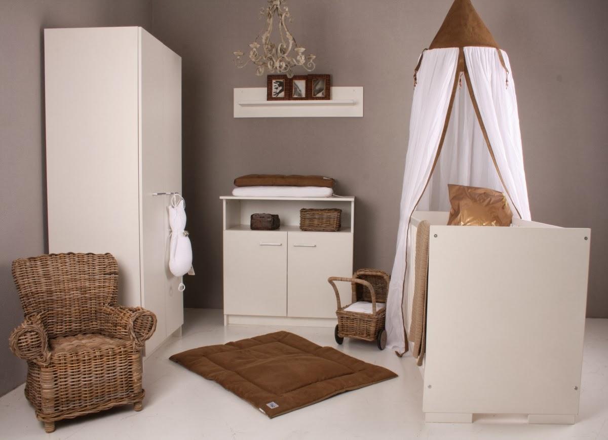 Dormitorio de beb marrn y blanco  Ideas para decorar