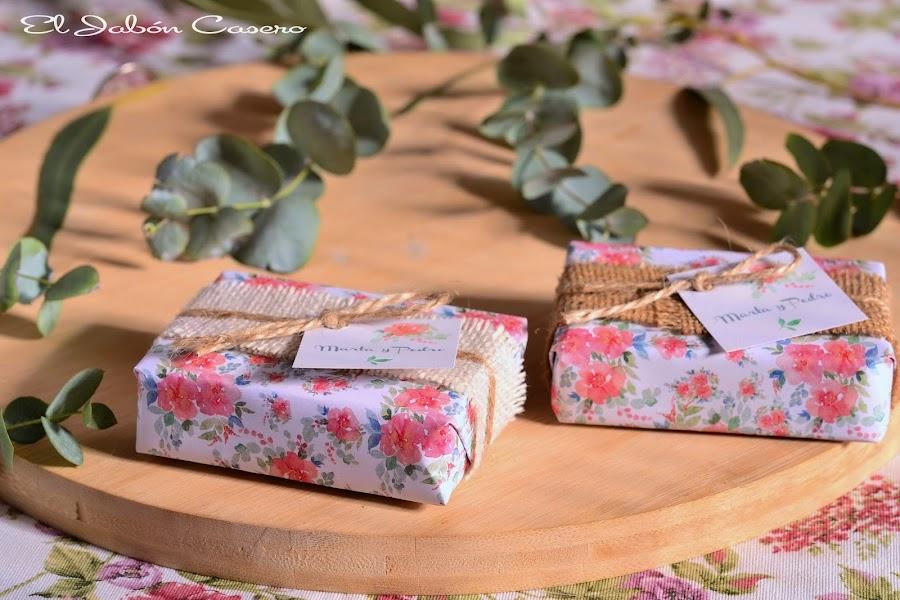 Detalles personalizados bodas jabones naturales boda romantica