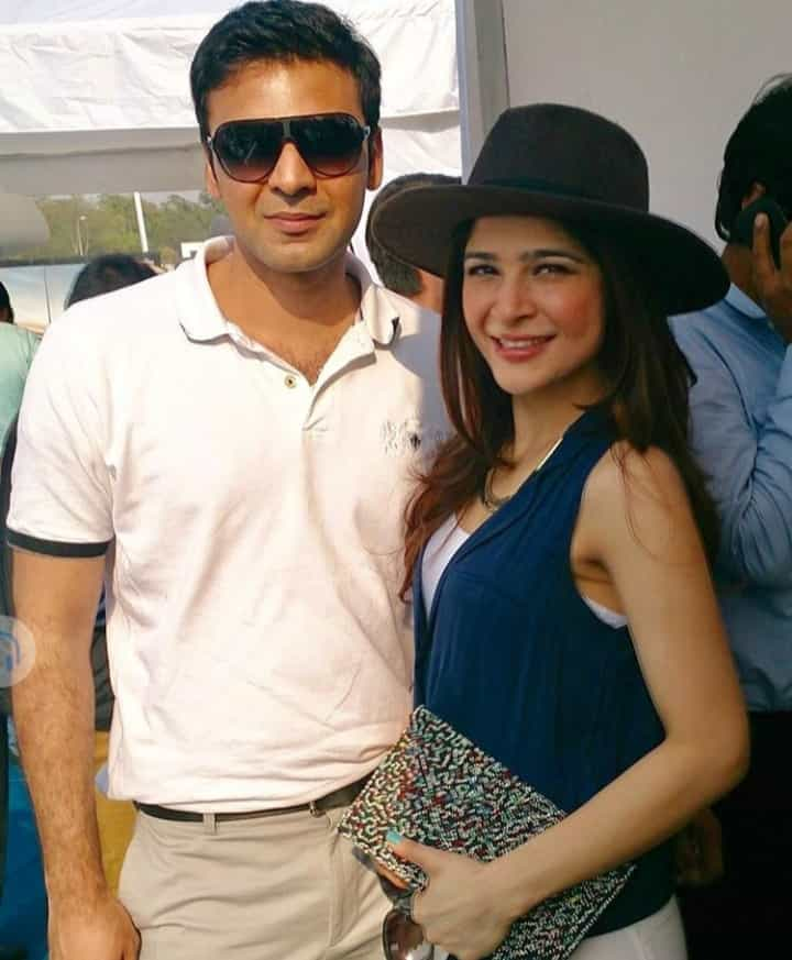 Fashion Icon Ayesha Omer Awesome Pictures with her Family