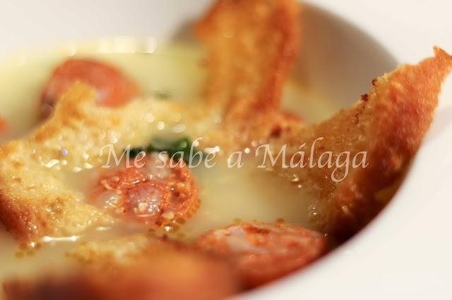 receta tradicional malagueña de sopitas de chorizo