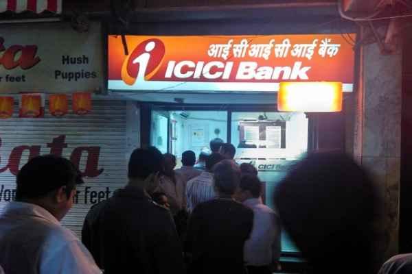 महाराष्ट्र में ATM के बाहर लोगों को कार ने रौंदा, 10 घायल