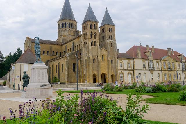De Paris à Narbonne en vélo, Paray-le-Monial