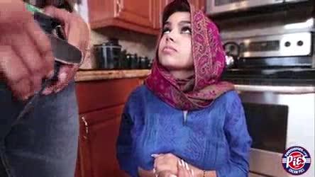 Cewek Jilbab Ngentot Di Dapur