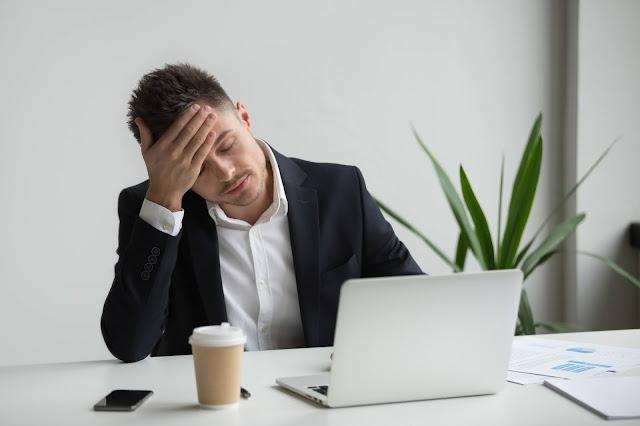 الاحتراق النفسي وكيف تساهم بيئة العمل في الشعور بالانهيار