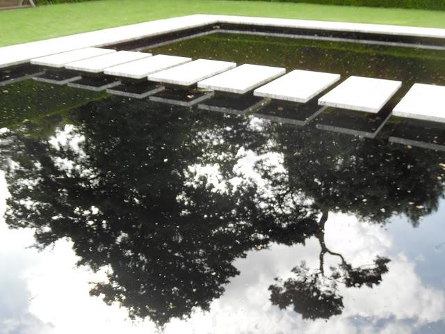 Water Garden, nowoczesna sadzawka
