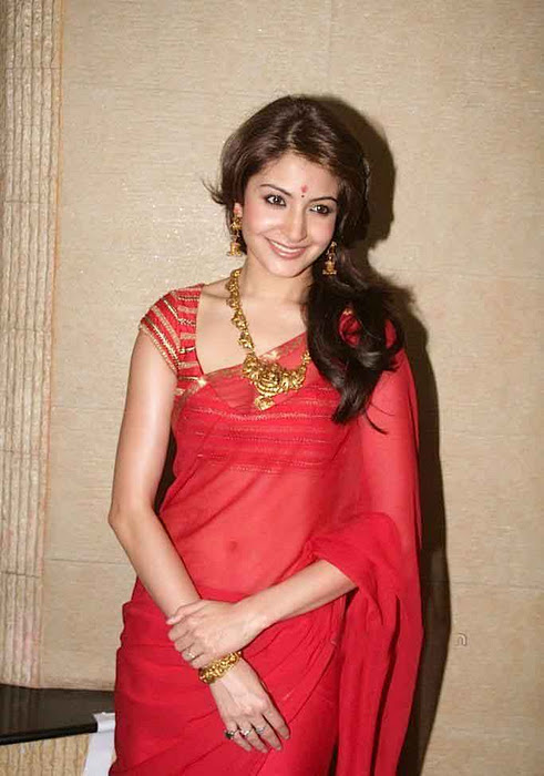 Anushka Sharma Navel Show Photos In Red saree