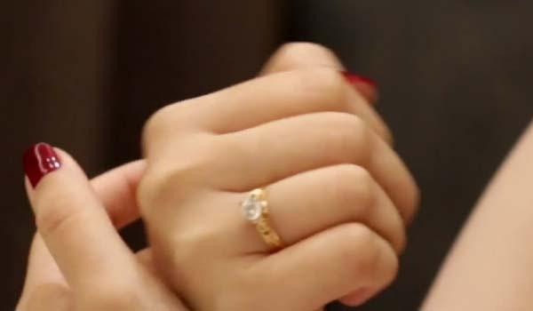 Pamer Cincin Berlian Saat Reuni, Wanita Ini Malah Mengalami Kejadian Naas Kaya Gini