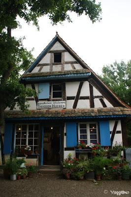 Bella facciata di un edificio all'Ecomuseo d'Alsazia