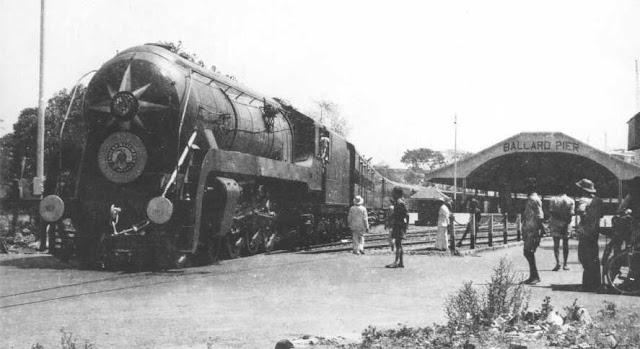 'मुंबई' शहरामध्ये जेव्हा रेल्वे येते.