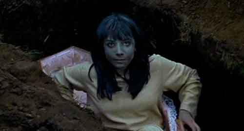 Jacqueline Pearce en una secuencia de La Plaga de los Zombies