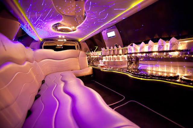 Excalibur Limousine black/ silver. Hochzeitsauto, Hochzeitslimousine innen Bar.