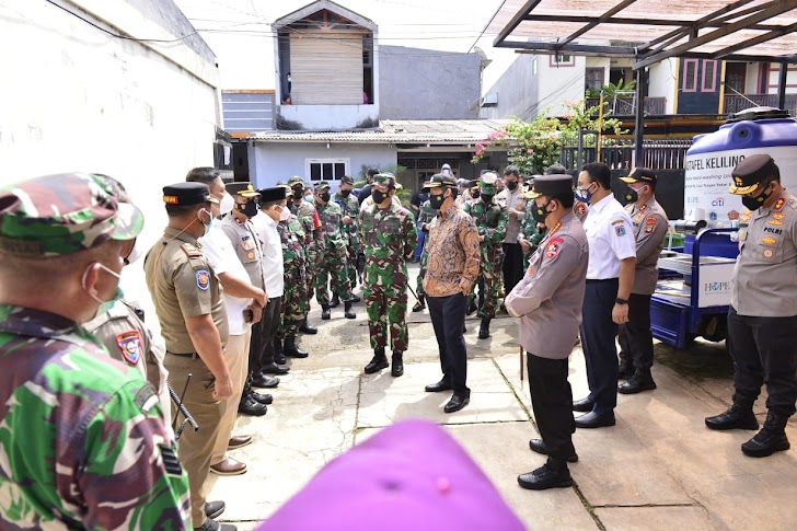 Sidak PPKM Mikro Ulujami, Panglima TNI dan Kapolri Minta Pengawasan Ketat ke Warga Yang Isoman
