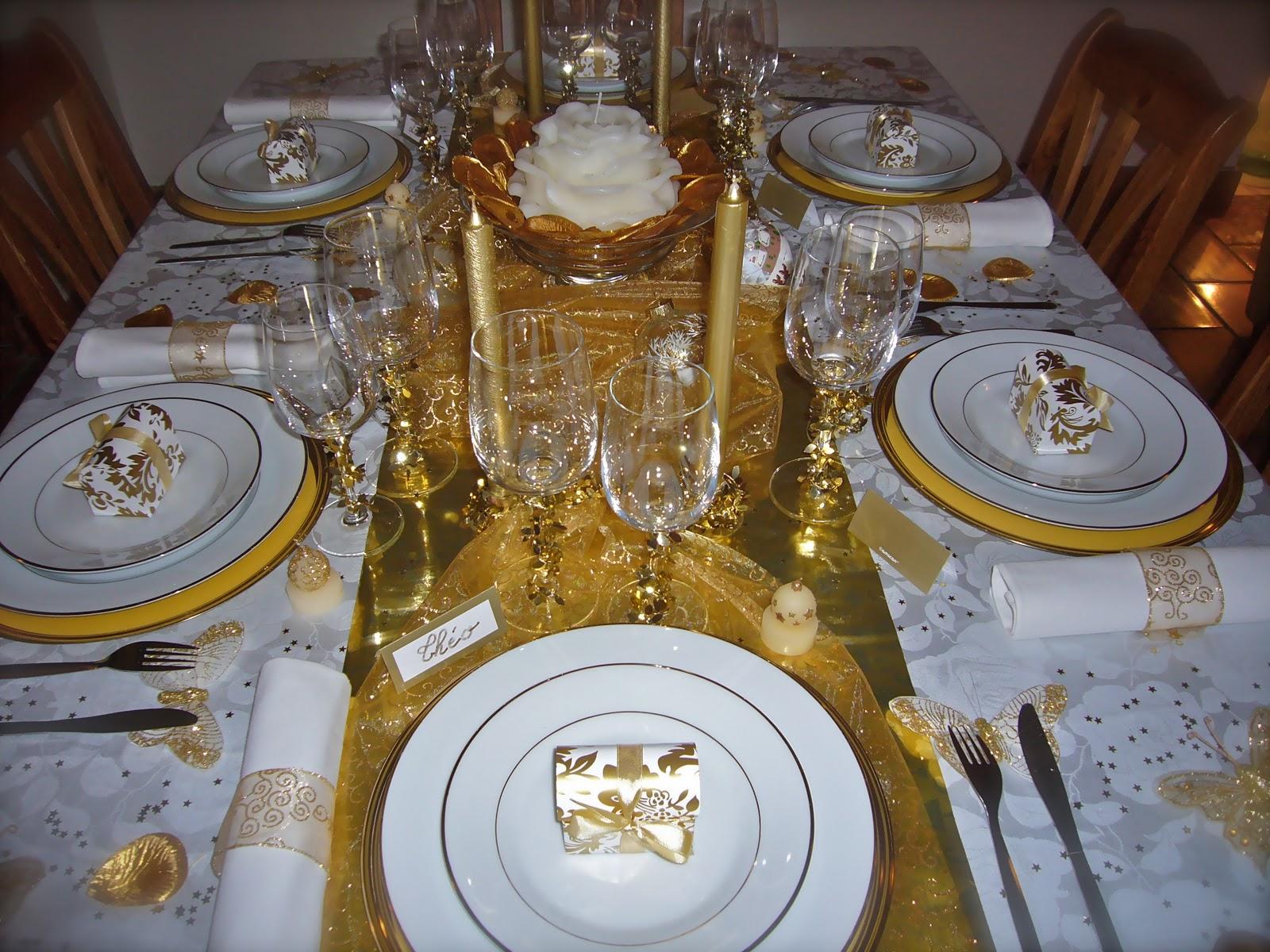 les tables d 39 isa table no l blanc or. Black Bedroom Furniture Sets. Home Design Ideas