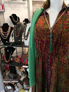 Abbigliamento etnico femminile