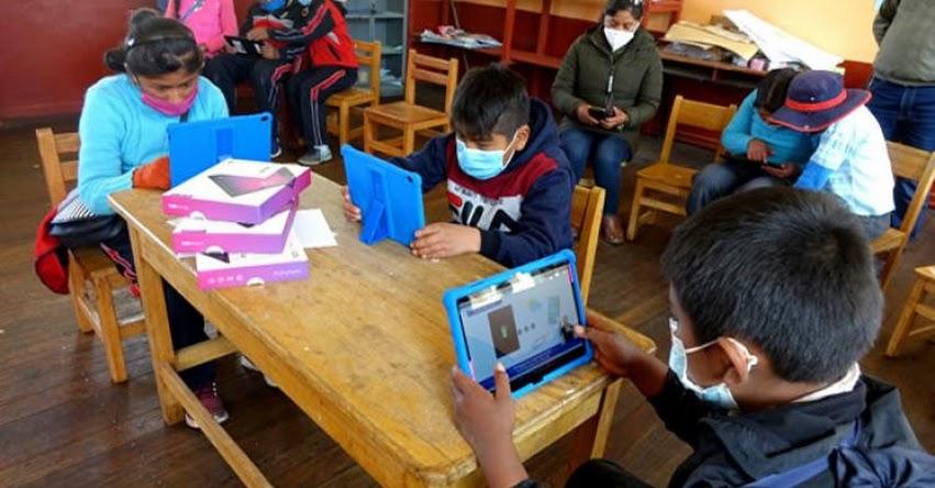 MINEDU: 2,613 colegios ya tienen clases semipresenciales