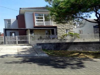 Villa Cerry Panderman Batu Malang - Sewa Villa di Batu