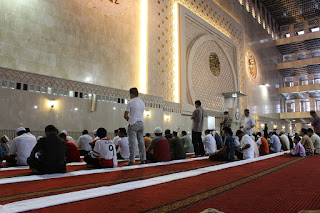 shalat dalam masjid