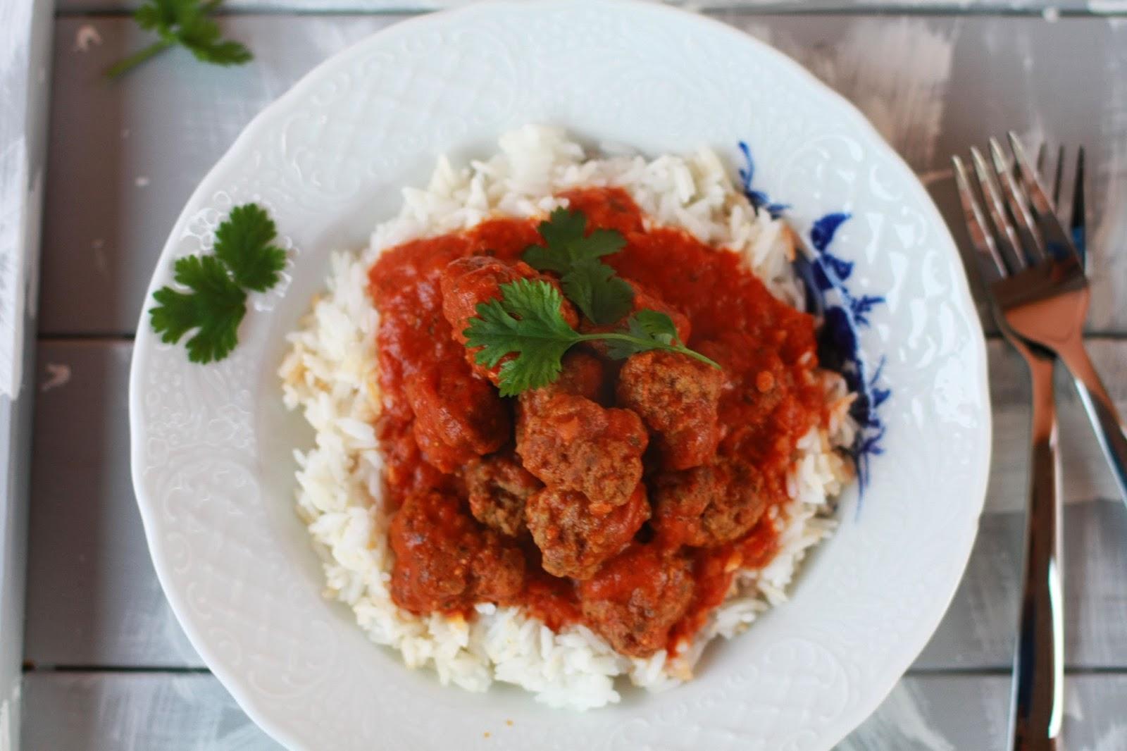intialaiset lihapullat linssi-kookoskastikkeessa resepti ruoka mallaspulla