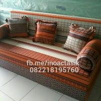 Sofa bed Inoac motif kotak cokelat inoactasik