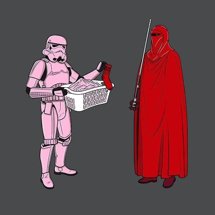 Stormtrooper turned pink: あなたの靴下が混ざっていたせいで、ピンクになってしまったじゃないですか‼️と、皇帝のロイヤル・ガードに不満をぶつけているストームトルーパー‼️😄