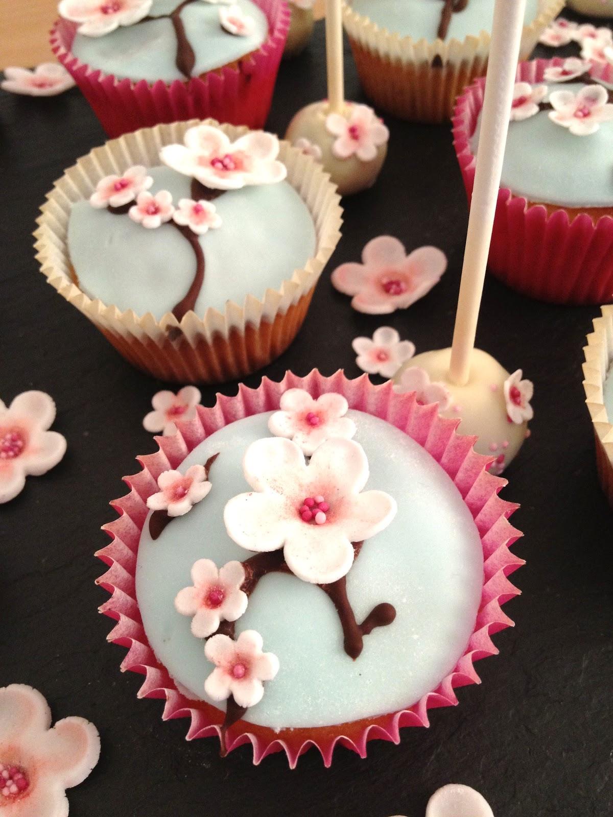Fabtastic Cakes Cupcakes Et Cake Pops Fleurs De Cerisier