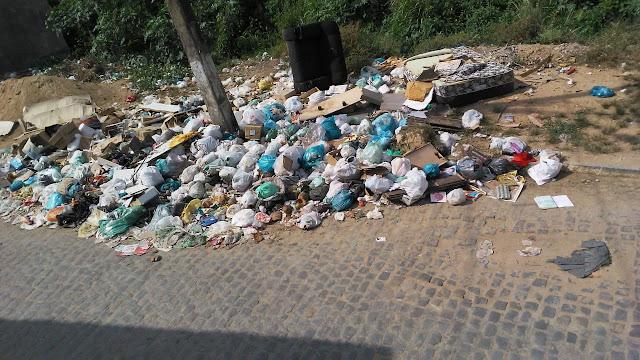 A cinco dias de concluir o mandato, Lucrécio deixa cidade cheia de lixo e funcionários sem o 13º salário