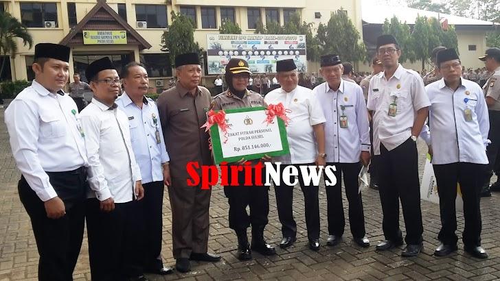 Polda Sulsel, Serahkan Zakat Fitrah Personil Kepada BAZNAS Provinsi Sulawesi Selatan