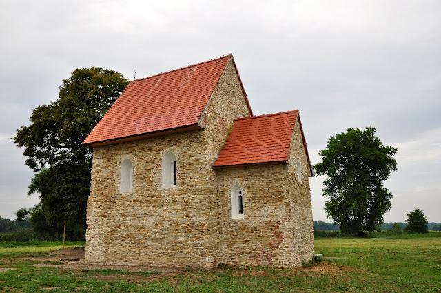 romański kościółek we wsi Kopčany