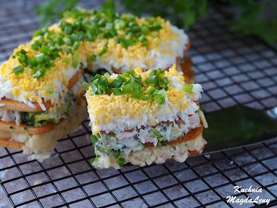 Sałatka brokułowa na krakersach