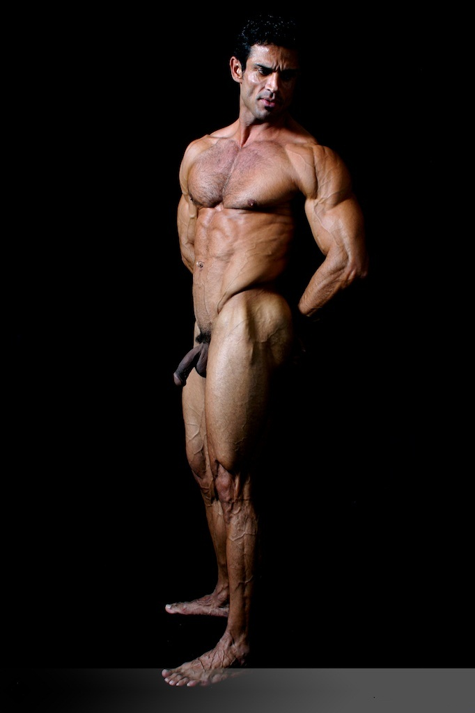Male bodybuilders posing naked — pic 2