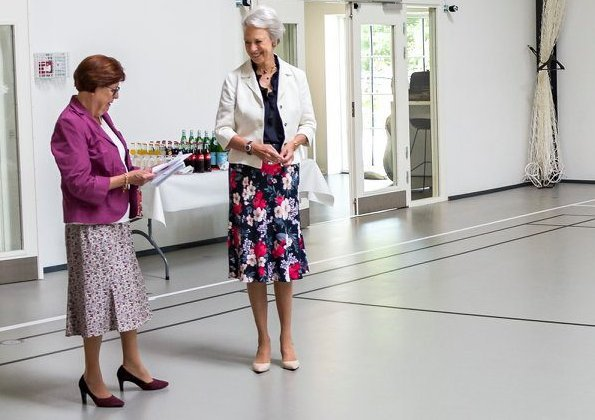 Princess Benedikte presented Nielsen Foundation's grants with a ceremony held at Nordborg Castle. floral skirt