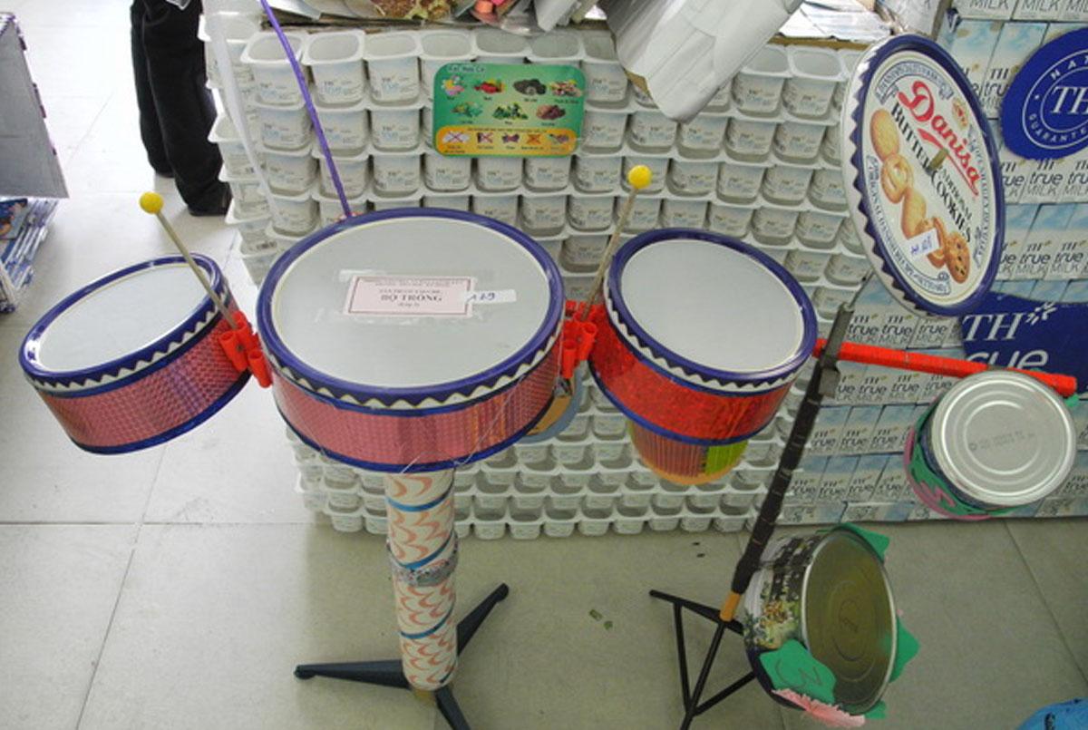 đồ dùng đồ chơi tự tạo góc âm nhạc