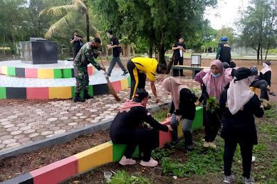 Babinsa Gampong Jawa Dampingi Personil BNNK Pembersihan di Titik Nol Kota Banda Aceh