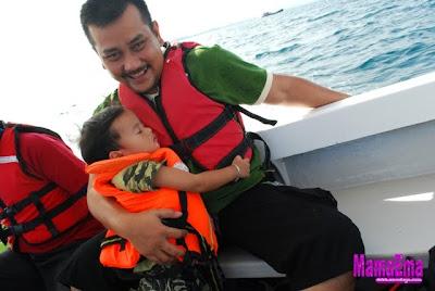naik bot ke pulau manukan