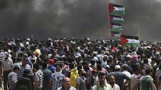 Las protestas registradas en las horas previas al traslado de la embajada estadounidense de Tel Aviv a Jerusalén han dejado ya al menos veintiocho palestinos muertos y un total de 1.693 heridos.