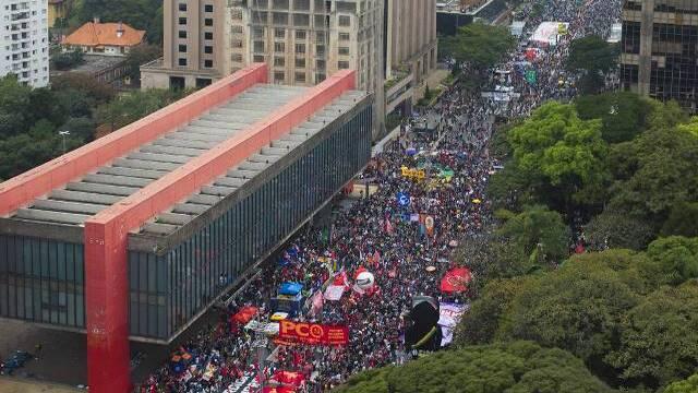 500 mil mortos e manifestações crescentes contra Bolsonaro silencia seguidores nas redes