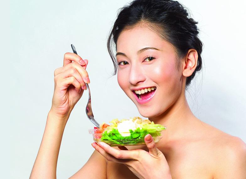 食補美容~照照鏡子一起看看該補充什麼營業讓自己更美