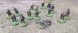 German 15mm LMG teams on rural bases