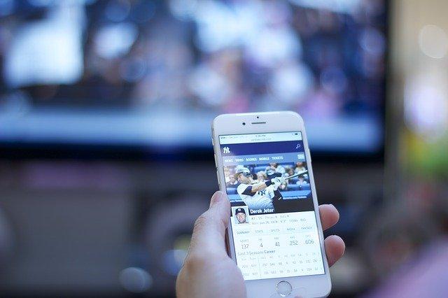4 تطبيقات لمشاهدة بث مباشر أي حدث رياضي ... ملاكمة كرة قدم مصارعة حرة ...