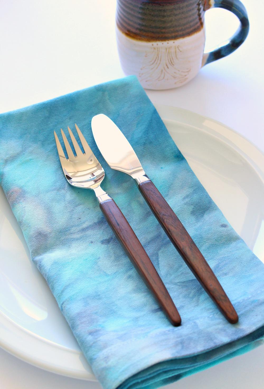 Blue and Grey Ice Dyed Napkin | @danslelakehouse