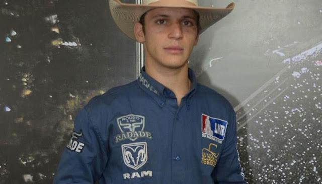 vJovem Rondoniense de 18 anos ; é campeão em Barretos a maior festa de Rodeio do Brasil