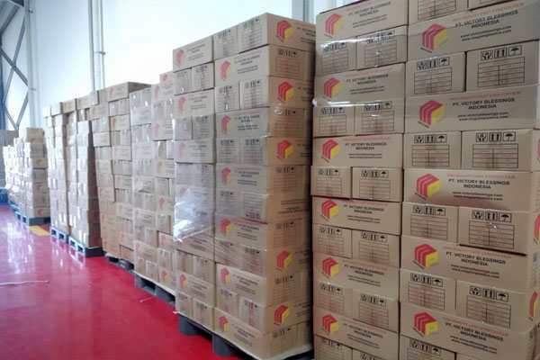 plastik wrapping di gudang kami