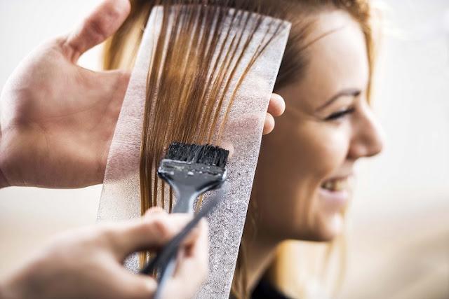 ¿Es mejor teñirse el pelo en húmedo o en seco?