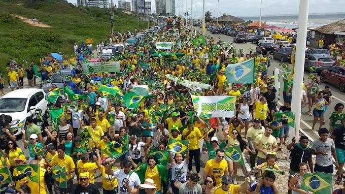 Atos a favor do governo Bolsonaro ocorrem em 12 estados e no DF