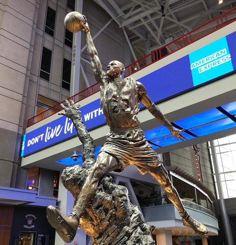 que-hacer-chicago-united-center-estatua