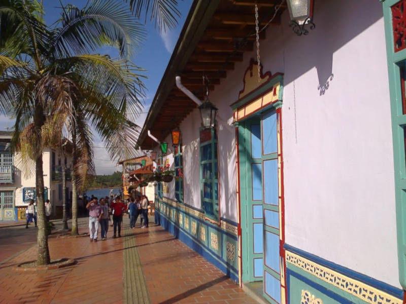 Dorp bij Medellin in Colombië