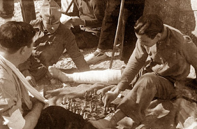 Soldados jugando al ajedrez en 1937
